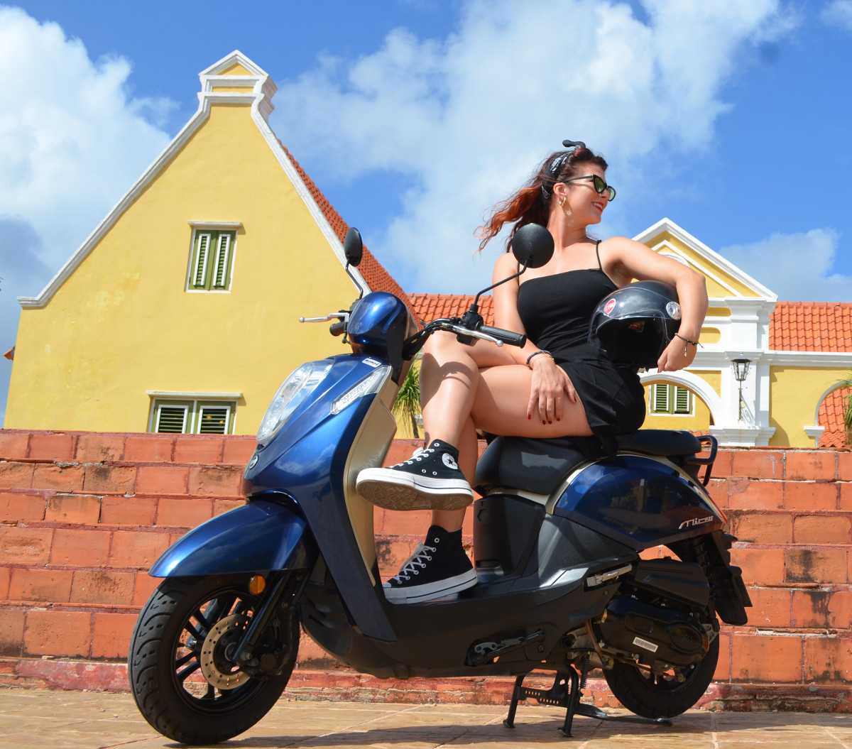 scooter-curacao-sym-girl